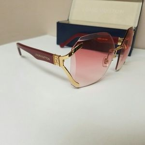 Used Louis Vuitton Sunglasses, no scratches.